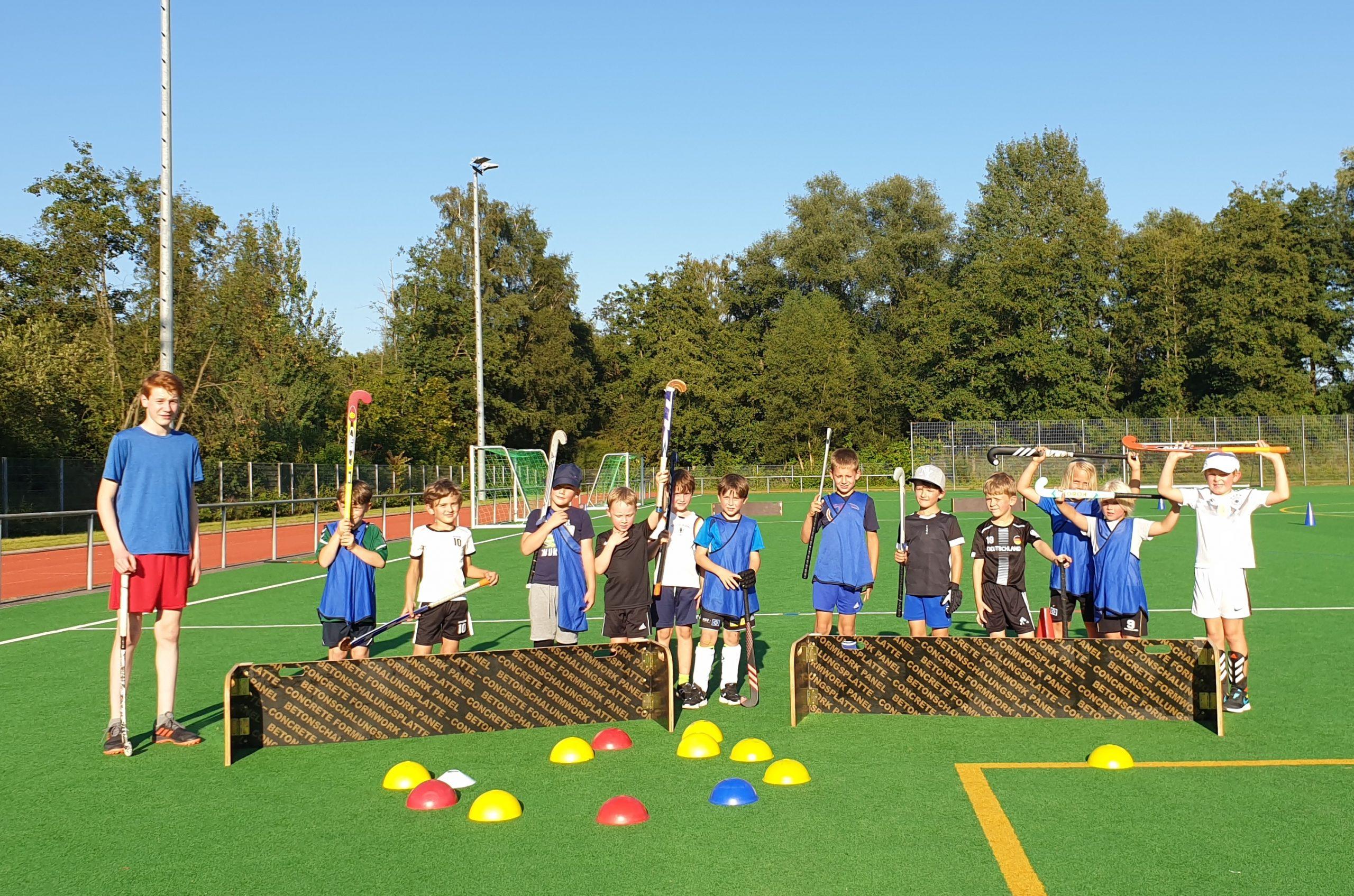 Unsere Hockeykinder freuen sich über die neuen Mini-Tore